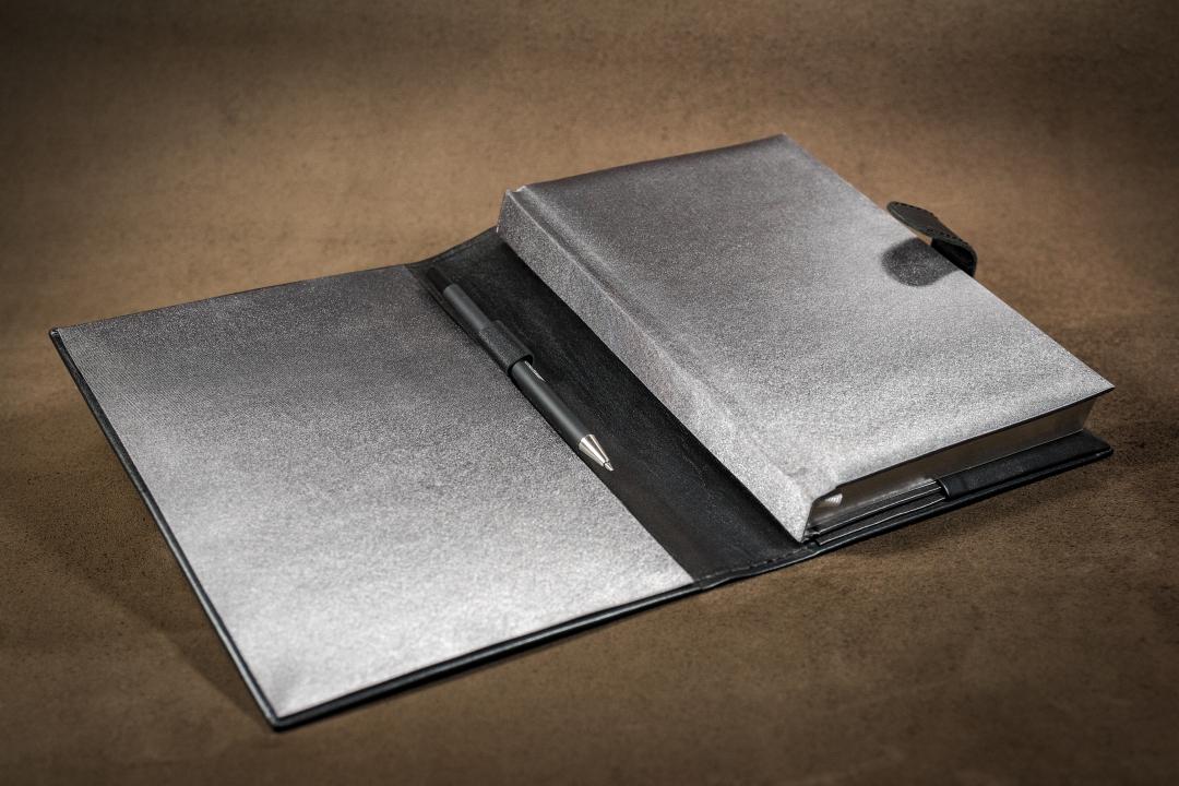 Ежедневник в натуральной коже. Ручная работа, золотое и серебряное тиснение. Подарочные ежедневники. Еженедельники, планинги, блокноты в коже.